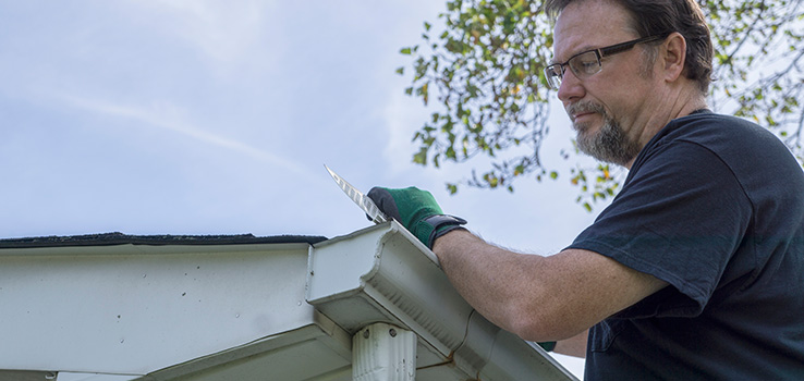 How to hang your gutters